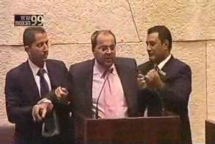 Arab MK Tibi removed from podium (file)