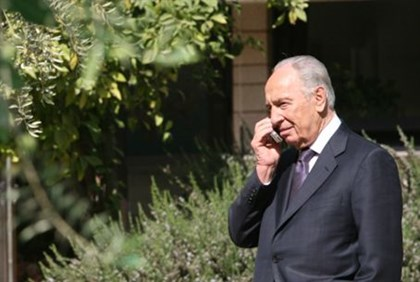 President Shimon Peres receives cell message