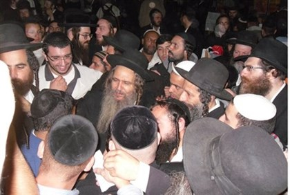 Rav Shalom Arush and his students in Unan