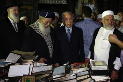 Metzger, Amar and Peres Visit Mosque