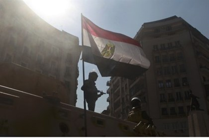 Egyptian soldier guards central Cairo square