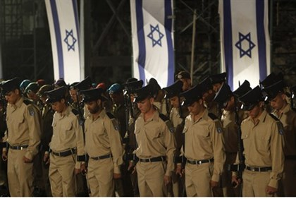 Soldiers at Memorial Day ceremony in Jerusalem