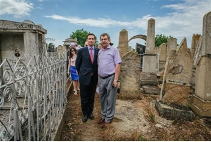 Bronfman with the mayor of Ataki in old Jewish cemetery