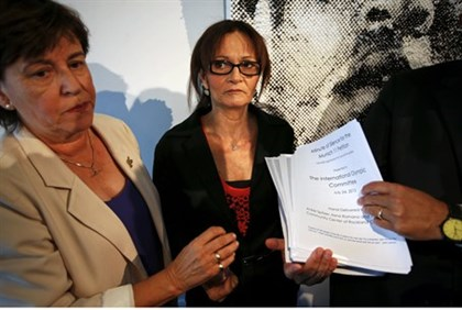 Ankie Spitzer and Ilana Romano present a petition for the minute of silence to reporters