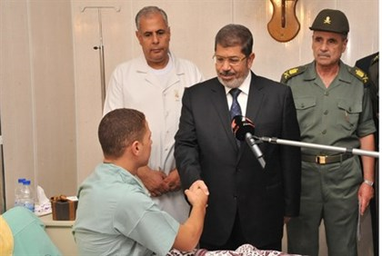 Morsi meets Egyptian soldier who was hurt in Sinai terror attack