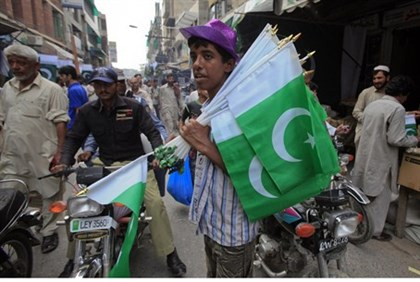 Selling Pakistani flags in Lahore