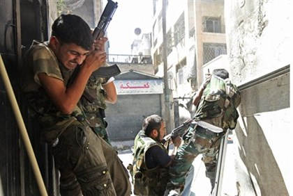 FSA soldiers clash with gov't forces in Aleppo