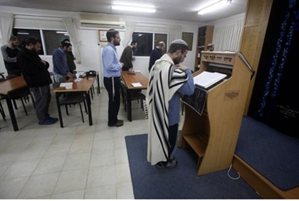 Prayers in Migron synagogue