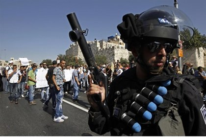 Israel Police guard Jerusalem's Old City from Arab rioters