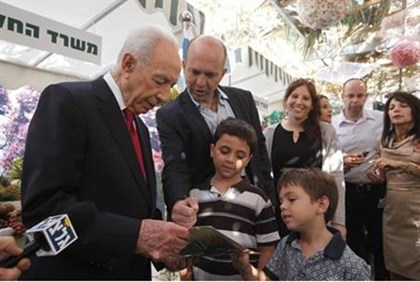 Israeli President Shimon Peres welcomed those from all over the country into his sukkah