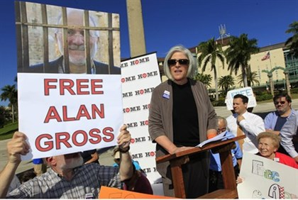 Wife of Alan Gross speaks at a rally for her husband's release in West Palm Beach, Florida