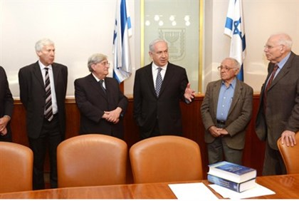 Netanyahu and members of Turkel Commission