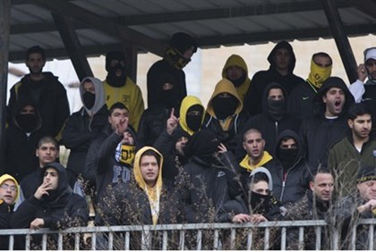 Beitar fans protest Muslim players