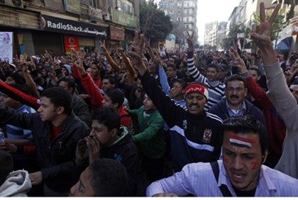 Anti-Morsi demonstrators head for Tahrir Square in Cairo
