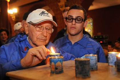 Holocaust survivor at ceremony