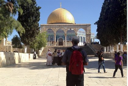 Illustration: Jewish visitor on the Temple Mount
