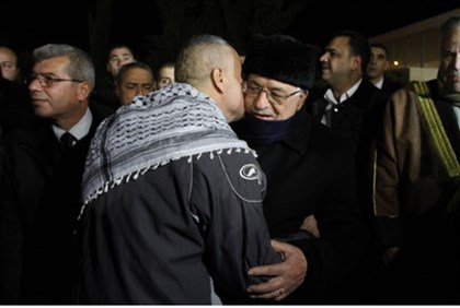 Abbas embraces freed terrorist