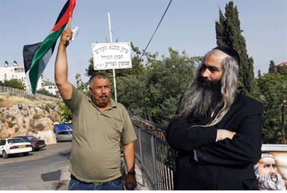 Arab activists harass local Jews in Jerusalem's Shimon Hatzaddik neighborhood