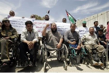 Gazan sick protest at Rafah crossing (file)