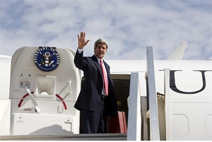 John Kerry waves as he leaves after lightening talks April 1 2014