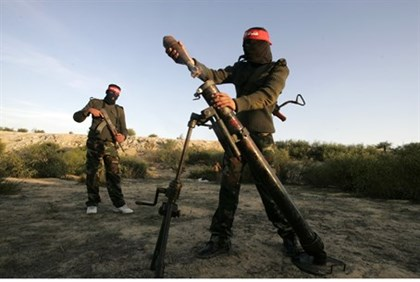 Terrorists preparing to fire mortar round in Gaza Strip (file)