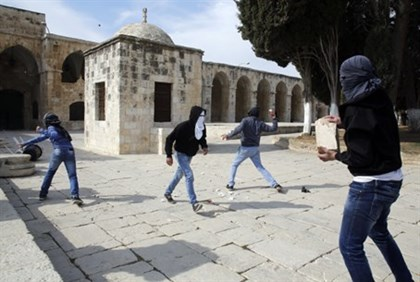 Arab rock throwers on Temple Mount