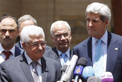 John Kerry and Mahmoud Abbas (file)