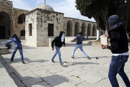 Muslim rioters on the Temple Mount (file)