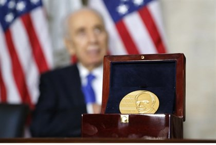 Shimon Peres receives Congressional Gold Medal