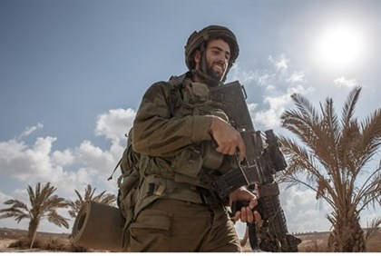 IDF soldier returning from Gaza (file)