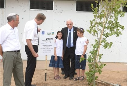 Rivlin planting a tree in the Negev