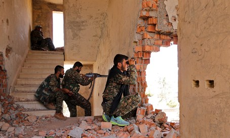 Kurdish YPG fighters battle ISIS in Syria (file)