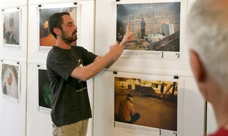 """Breaking the Silence"" activist leads an exhibit of Israeli ""war crimes"" in Zurich"
