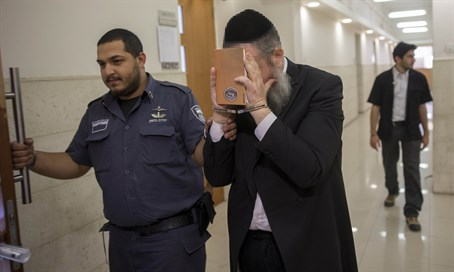 Rabbi accused of rape arrives at Jerusalem court
