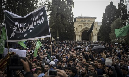 Palestinians on Temple Mount (file)