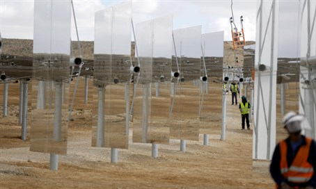 Construction of world's tallest solar tower in Israel's Negev Desert