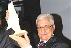 Abbas holding model of area he wants for state