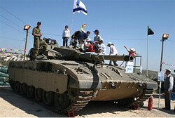 Children on tank, Independence Day (file)