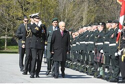 Shimon Peres Reviews the Honor Guard