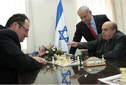 Gelfand plays Sharansky, Netanyahu (file)