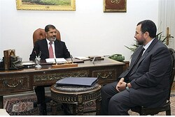 Morsi meets with new PM Hisham Kandil