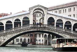 A view of Rialto Bridge in Venice