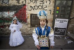 Purim (file) Children not connected to article.