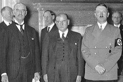 Chamberlain, at left.
