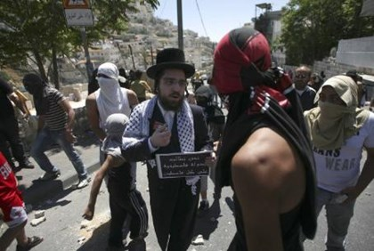 Neturei Karta man joins violent Arab rally