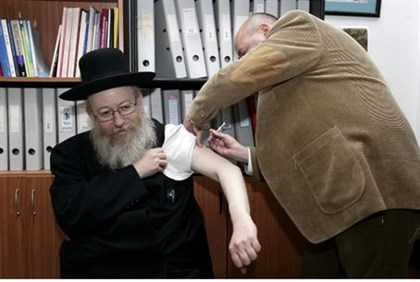 Dep. Health Minister Litzman is vaccinated