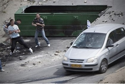 Arabs attack car (file)