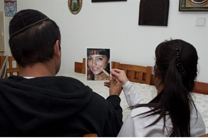 Shalom and Sigal Ben Hamou with a picture of their daughter