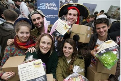 Purim New olim prepare Purim gifts for lone soldiers