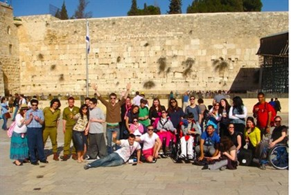 Taglit Limitless group at the Kotel